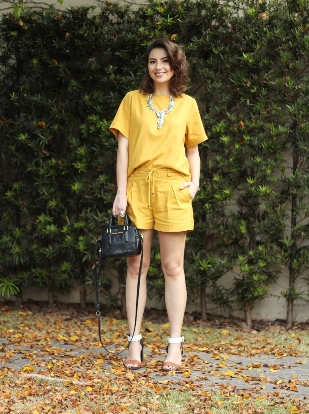 blog-vanduarte-look-monocromatico-mostarda-top-e-shorts-1