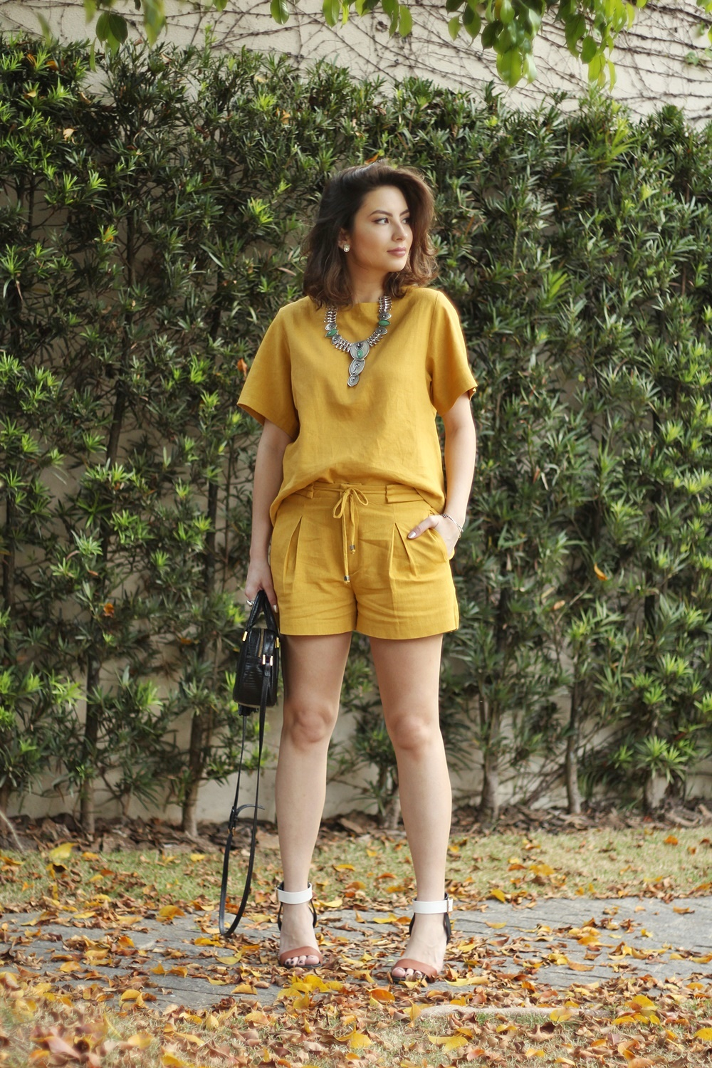 blog-vanduarte-look-monocromatico-mostarda-top-e-shorts-2