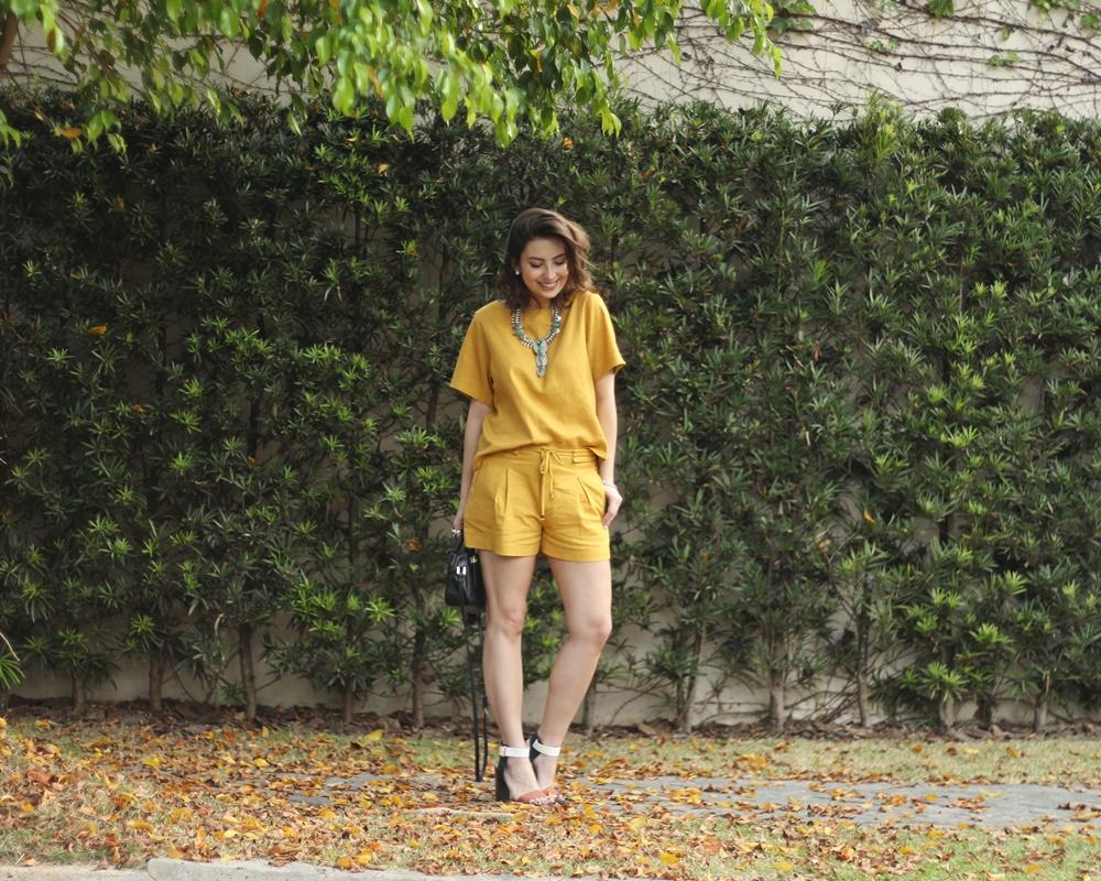 blog-vanduarte-look-monocromatico-mostarda-top-e-shorts-CAPA