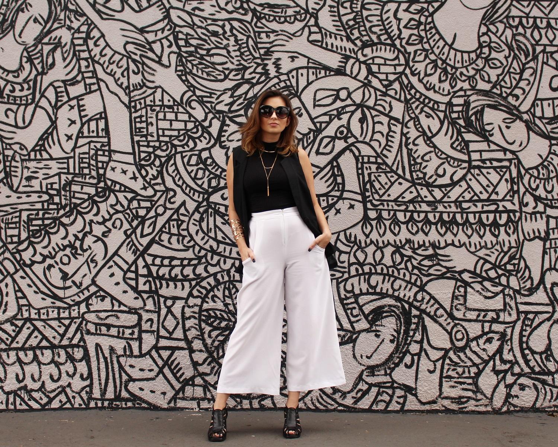 sandalia-salto-grosso-look-cool-fashionista-moderno-minimalista-pantacourt-colete-gola-alta-blog-vanduarte-1