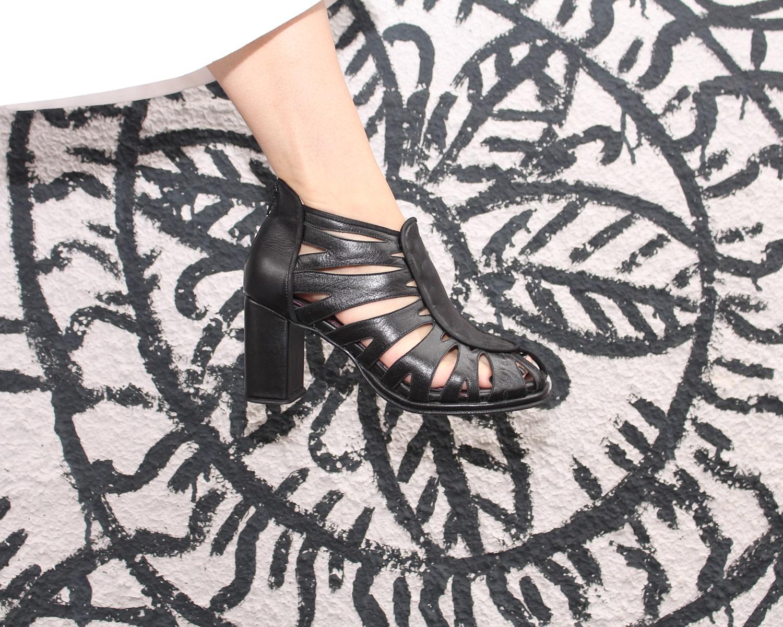 sandalia-salto-grosso-look-cool-fashionista-moderno-minimalista-pantacourt-colete-gola-alta-blog-vanduarte-9