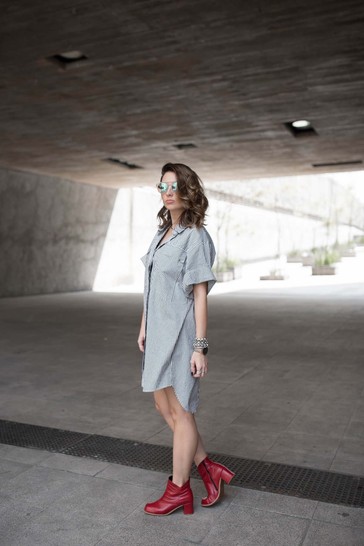 look-vestido-chemise-camisa-bota-cano-curto-vermelha-blog-vanduarte-1