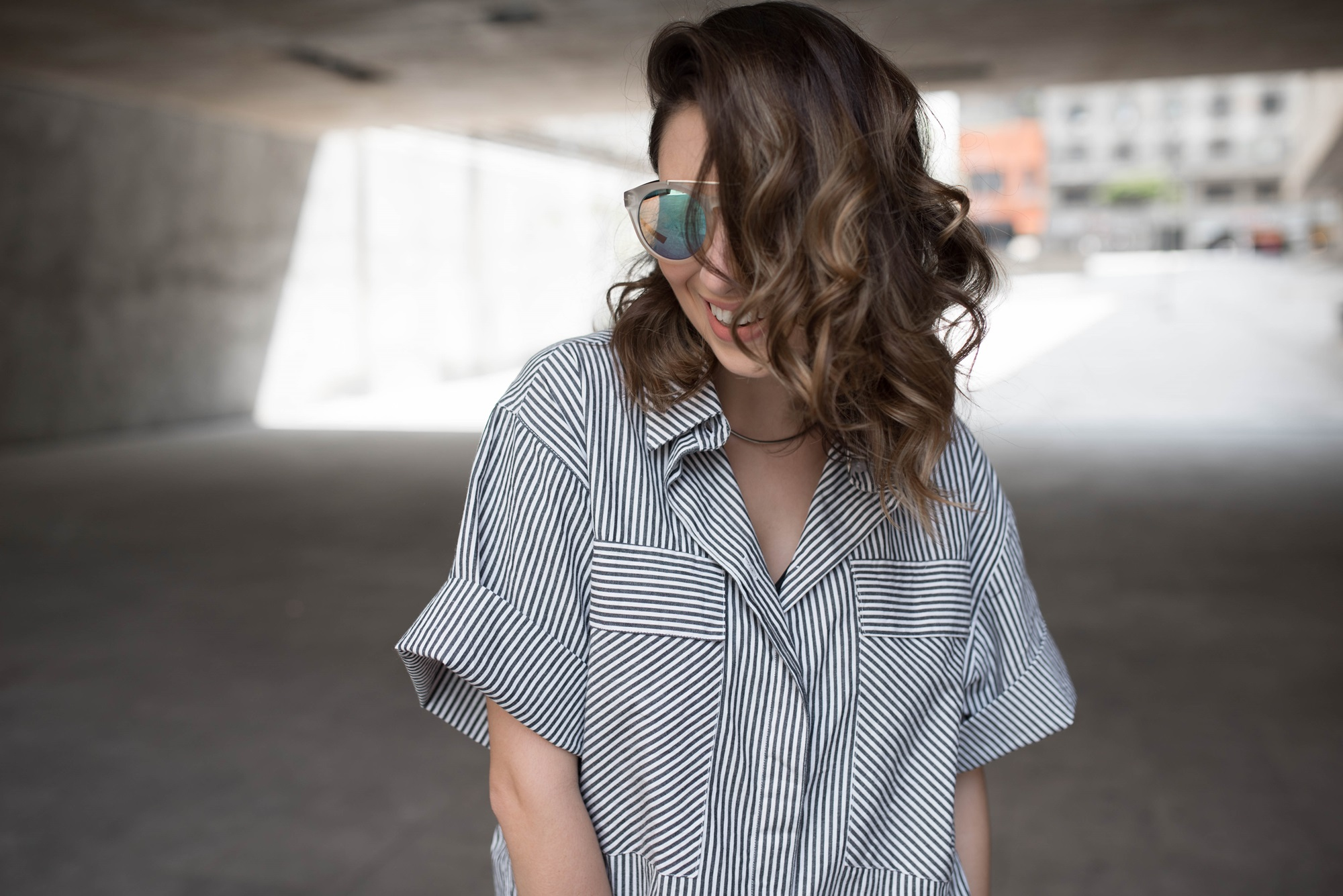 look-vestido-chemise-camisa-bota-cano-curto-vermelha-blog-vanduarte-2