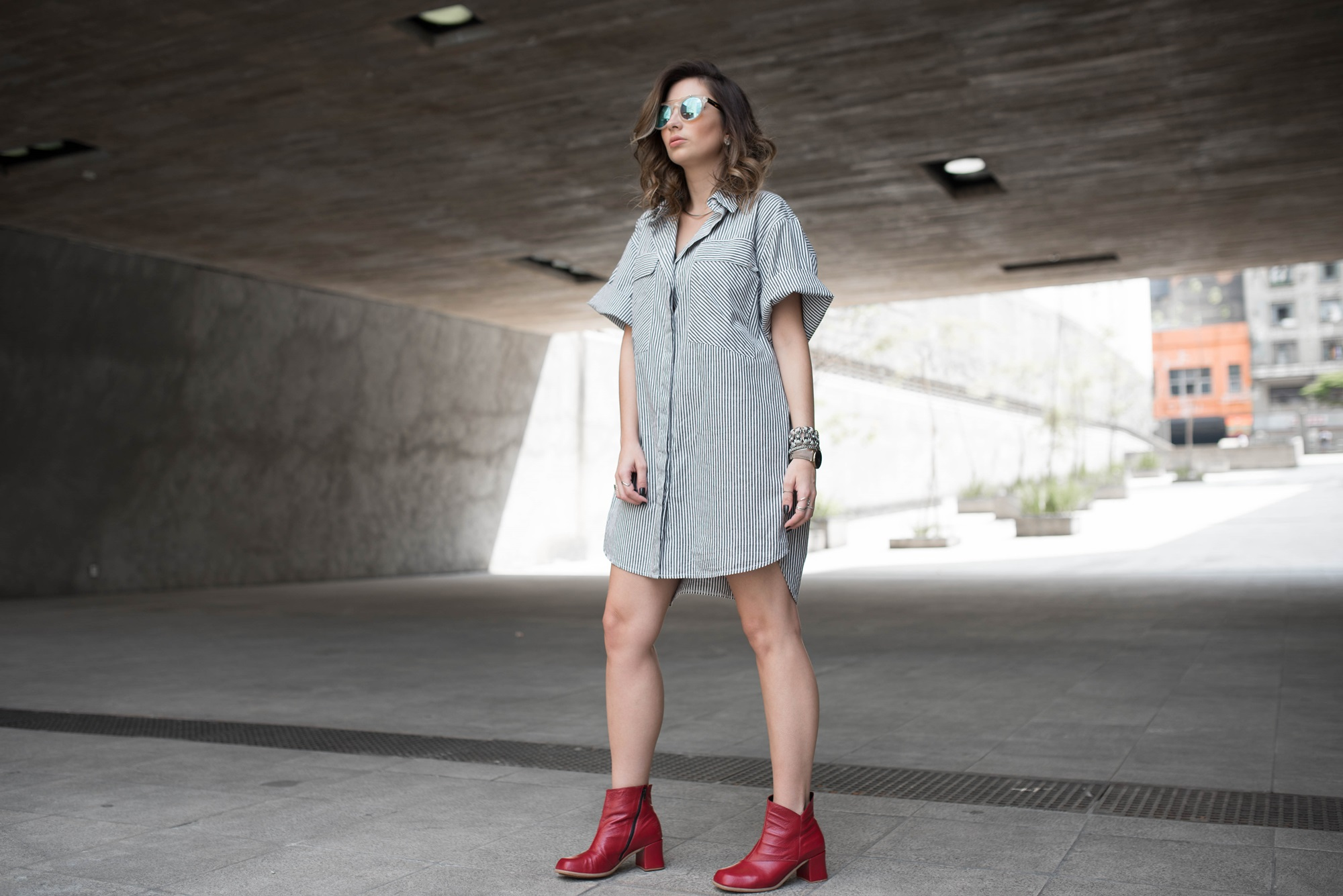 look-vestido-chemise-camisa-bota-cano-curto-vermelha-blog-vanduarte-3