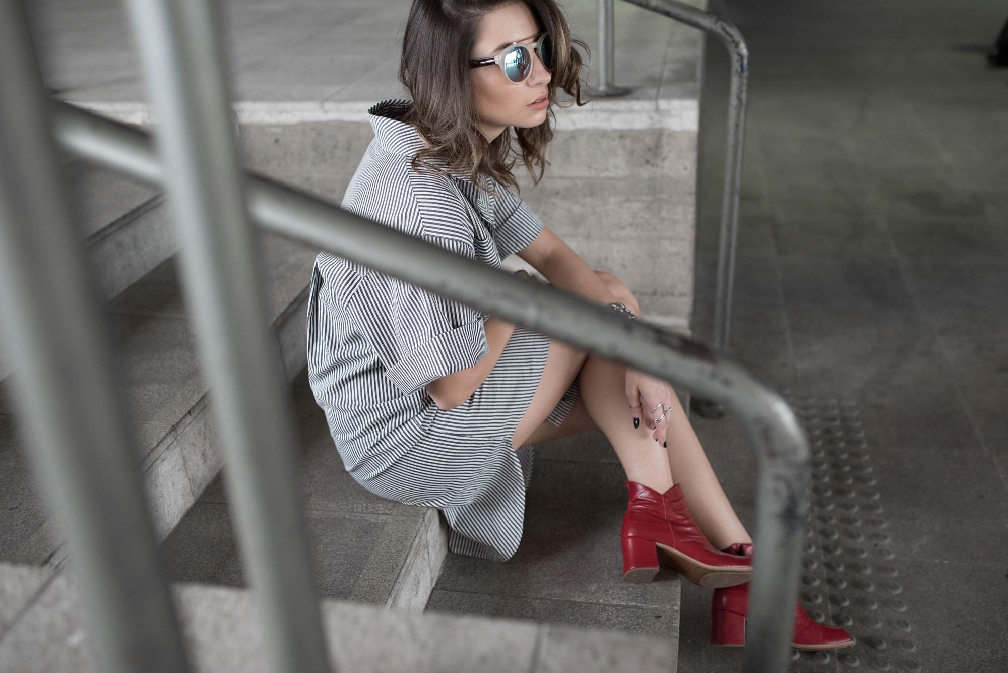 look-vestido-chemise-camisa-bota-cano-curto-vermelha-blog-vanduarte-9
