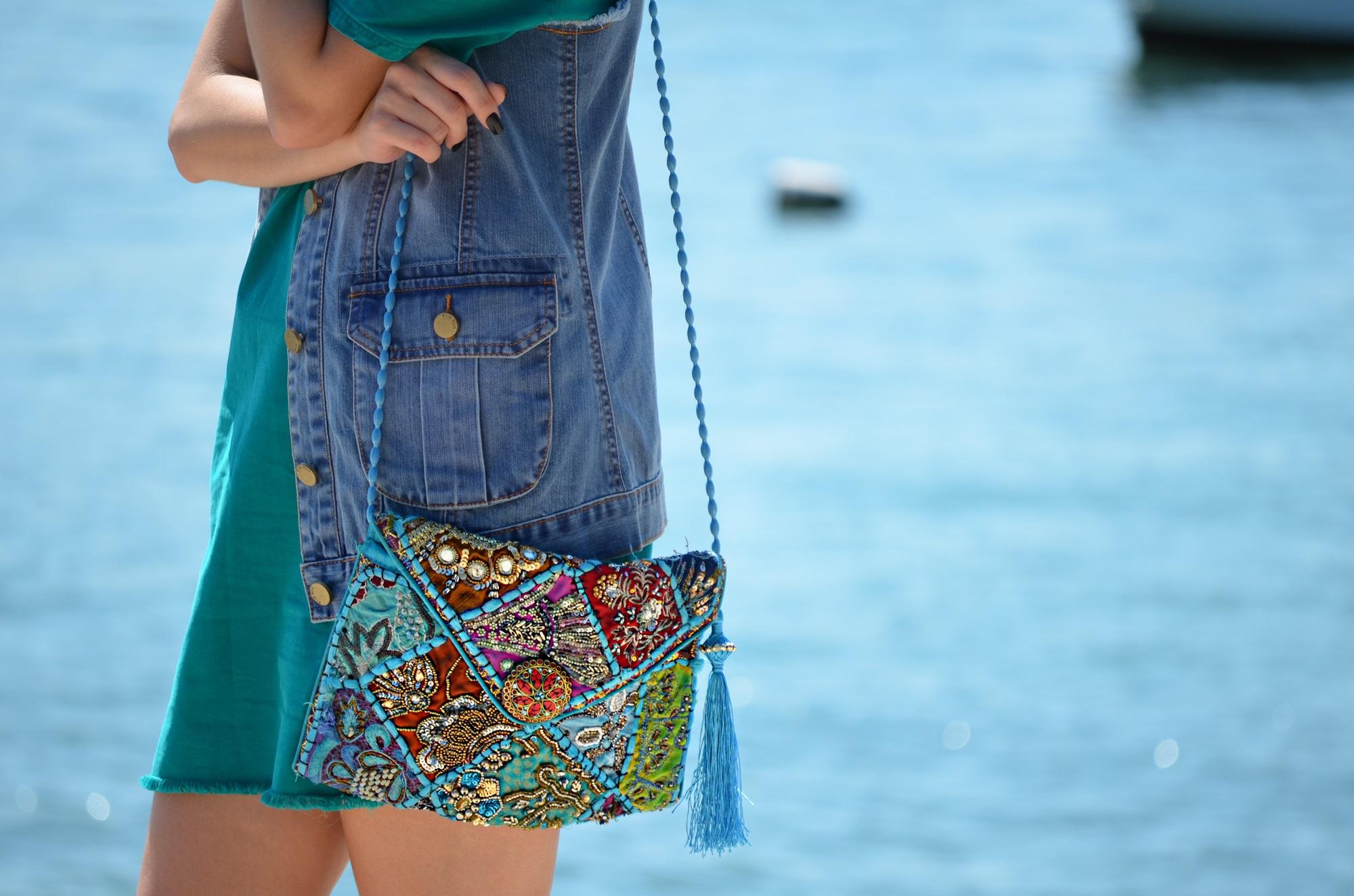 look-vestido-turquesa-buzios-maxi-colete-jeans-blog-vanduarte-10