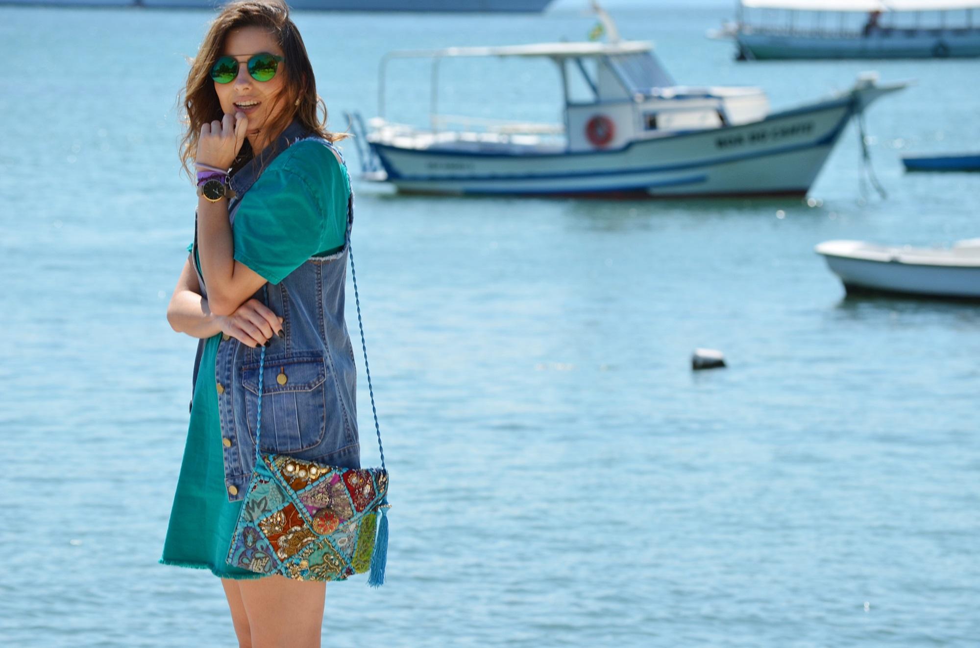 look-vestido-turquesa-buzios-maxi-colete-jeans-blog-vanduarte-2