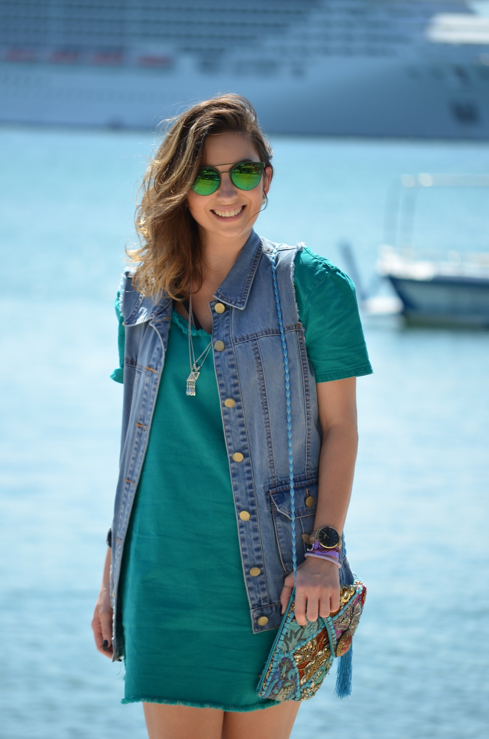 look-vestido-turquesa-buzios-maxi-colete-jeans-blog-vanduarte-4