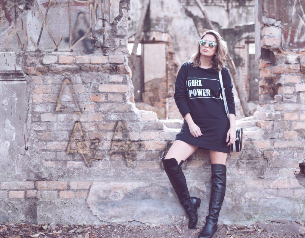 look-street-style-vestido-moletom-bota-over-the-knee-blog-vanduarte-1 (10)