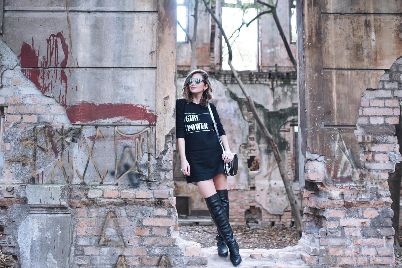 look-street-style-vestido-moletom-bota-over-the-knee-blog-vanduarte-1 (3)